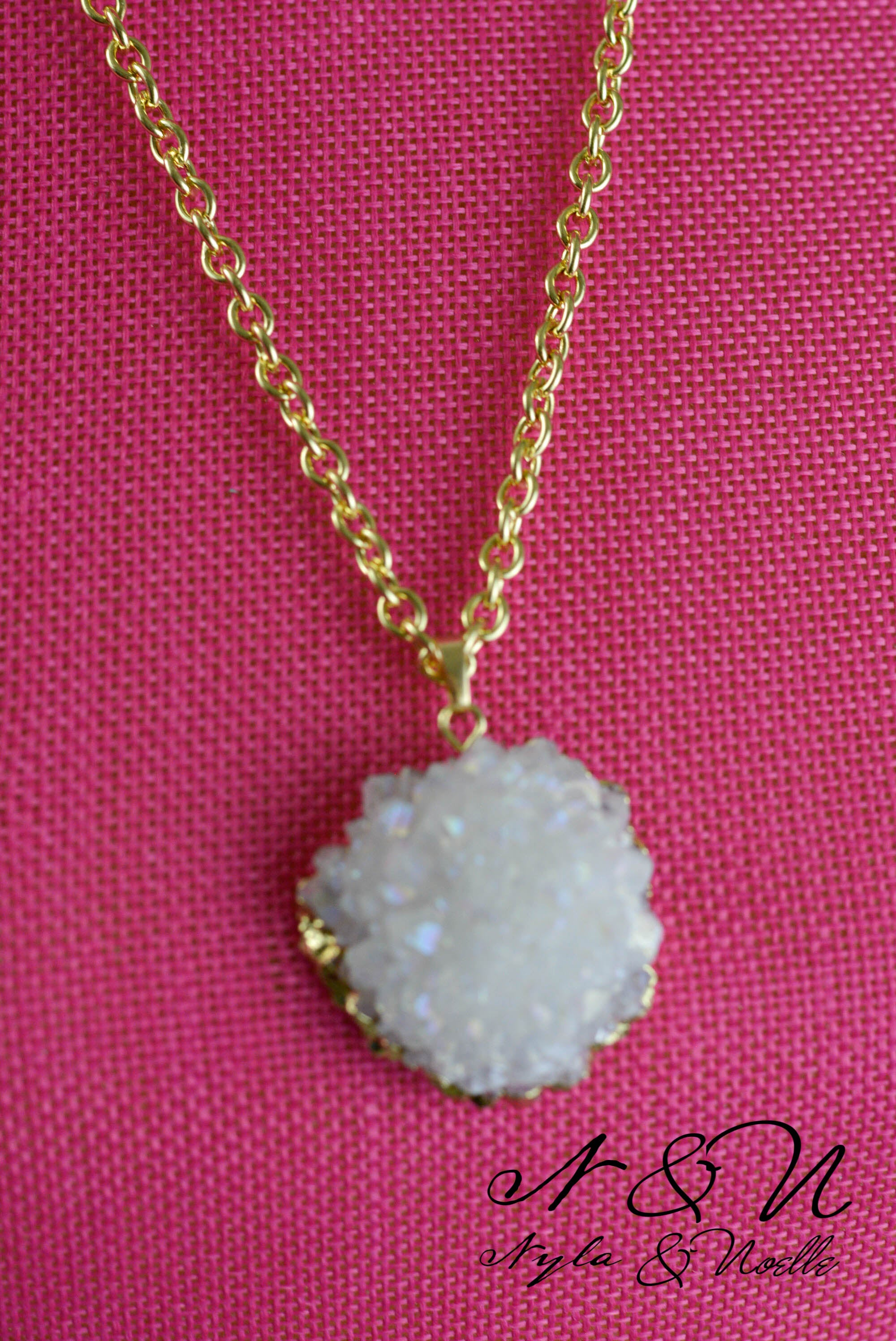 WINTERFELL - Gold Tone necklace with Quartz Crystal Pendant