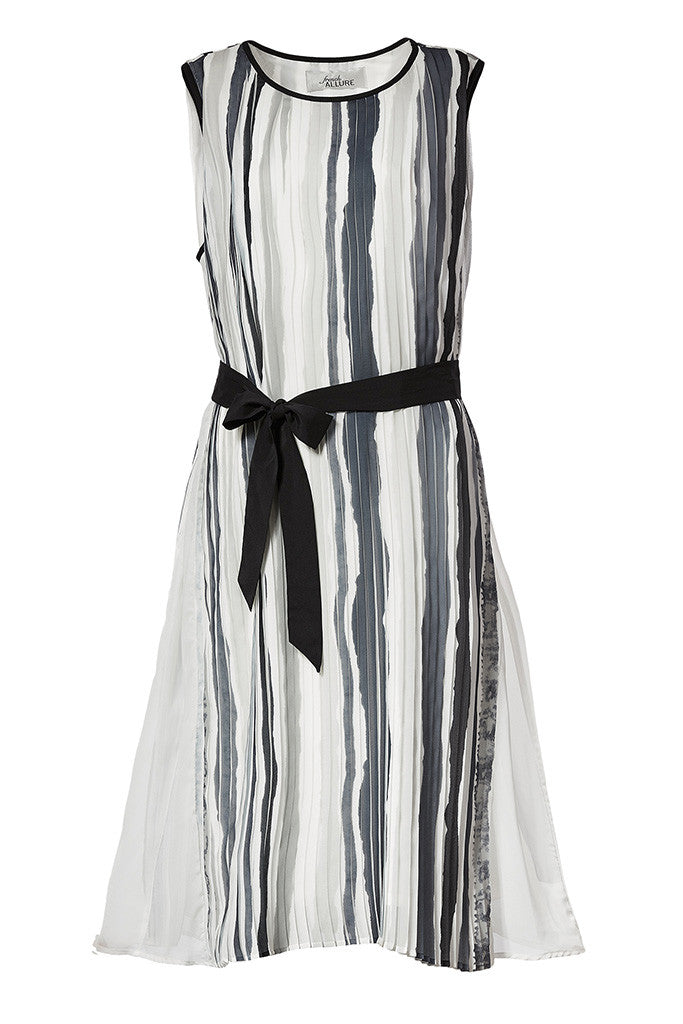 Print pleated sleeveless midi dress with belt knotted