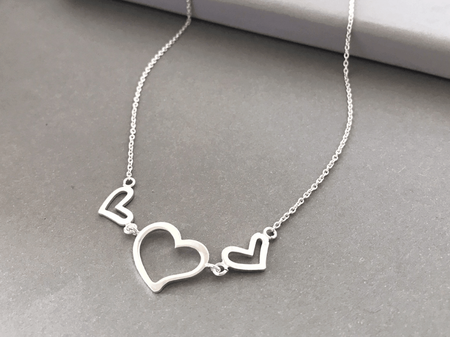 Collar Triple Heart Plata