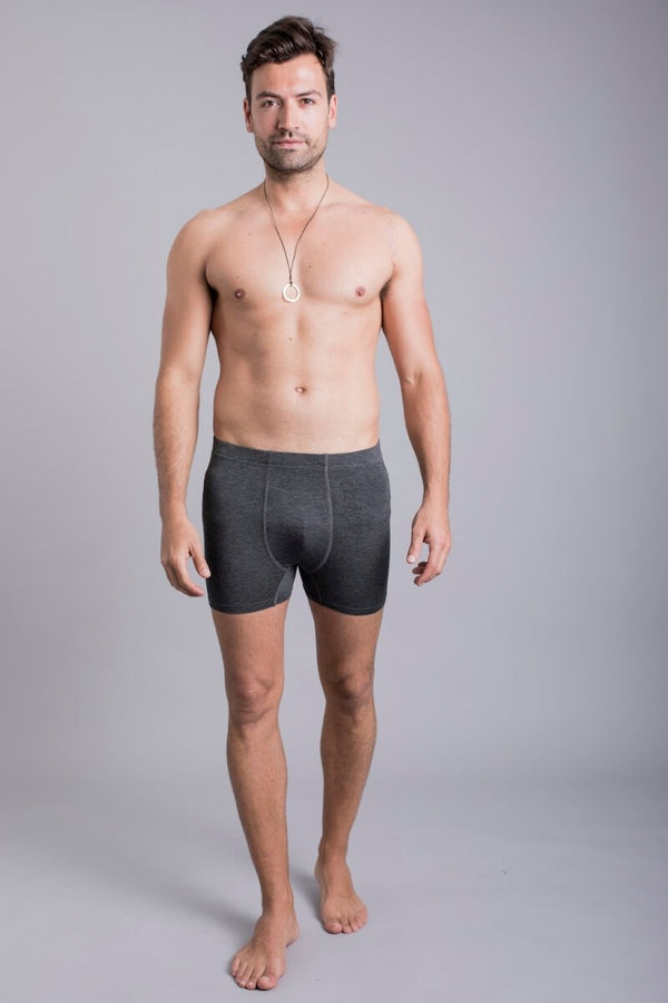 SEA YOGI // Zhu Bamboo boxer shorts in dark grey by Ohmme, Tienda de Yoga, front