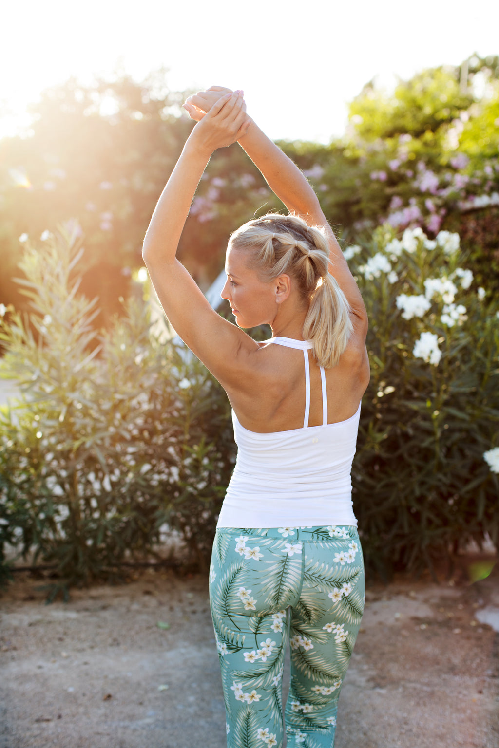 SEA YOGI // Bamboo T-string Top in pure white from Run & relax, lifestlye