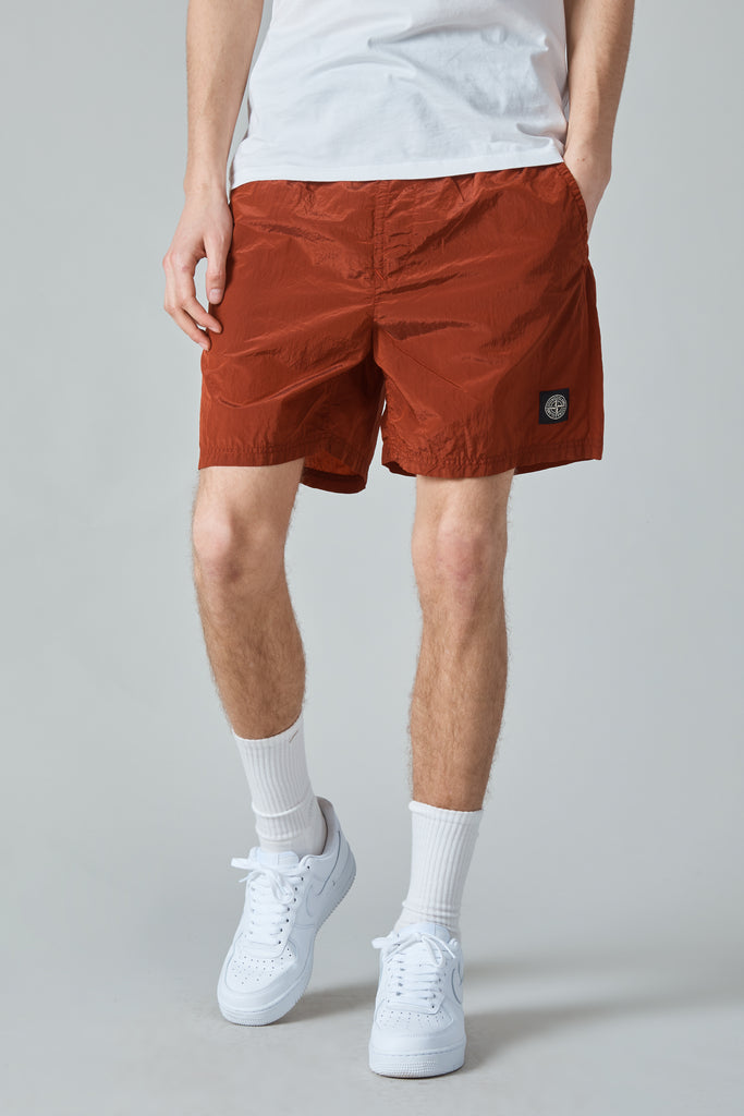 B0943 NYLON METAL GARMENT DYED SHORTS - BRICK RED