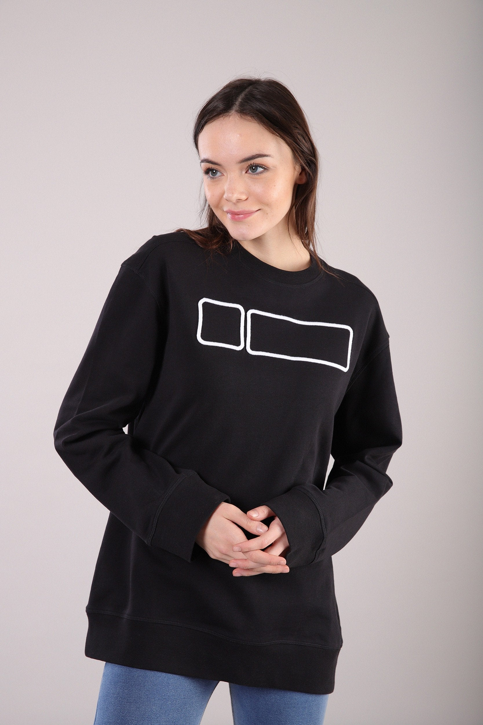 CREWNECK BLACK SWEATSHIRT