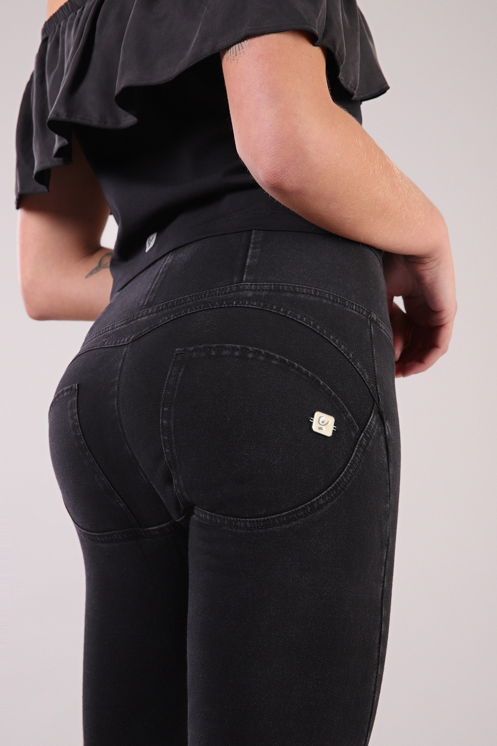 HIGH WAIST BLACK DENIM BLACK STITCH