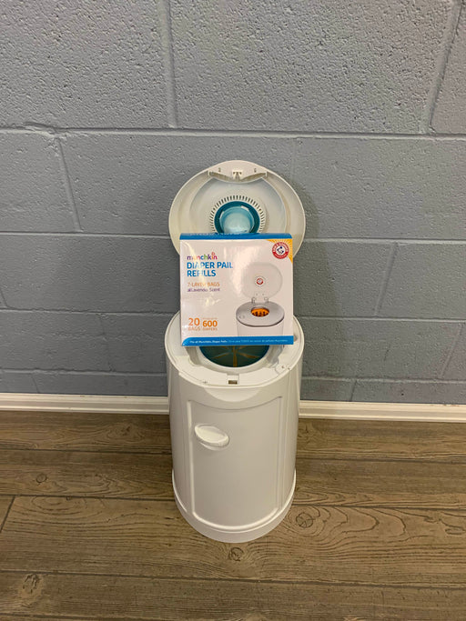 used Munchkin Arm & Hammer Diaper Pail