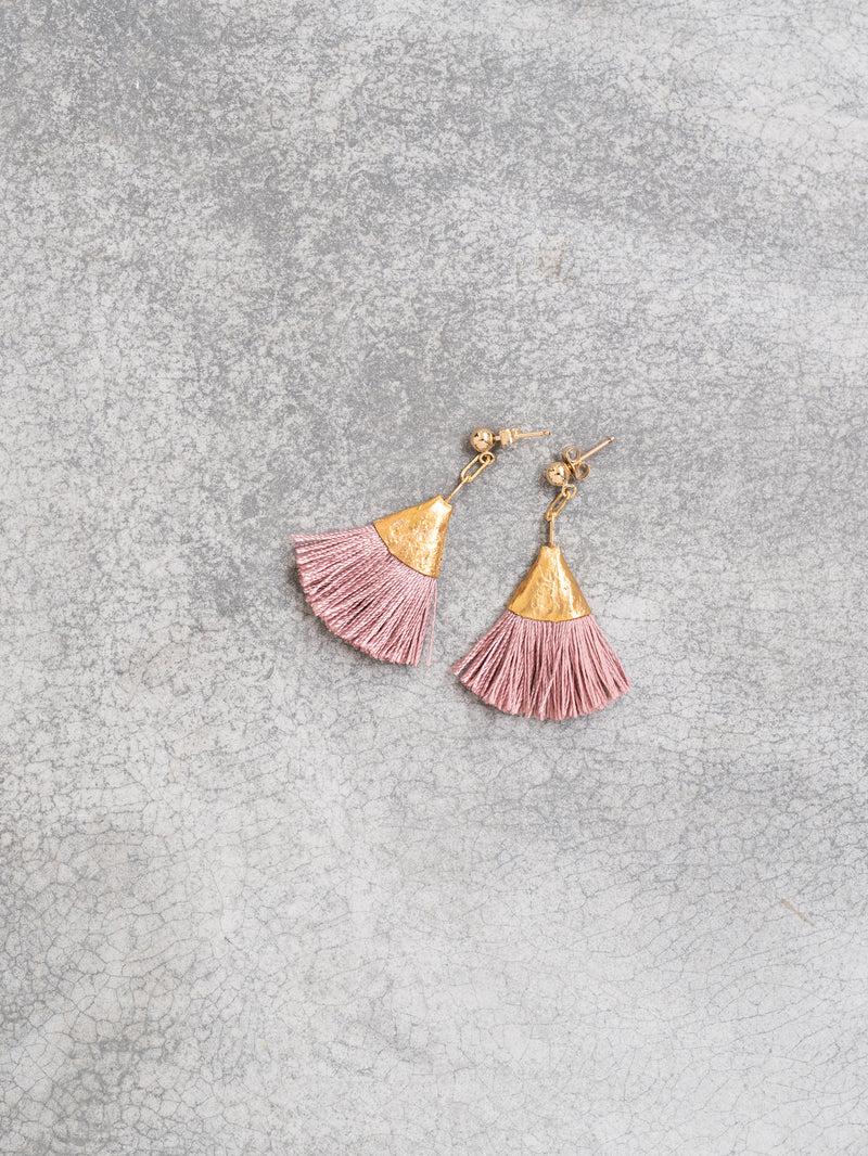 Earrings with small tassels - dusty pink