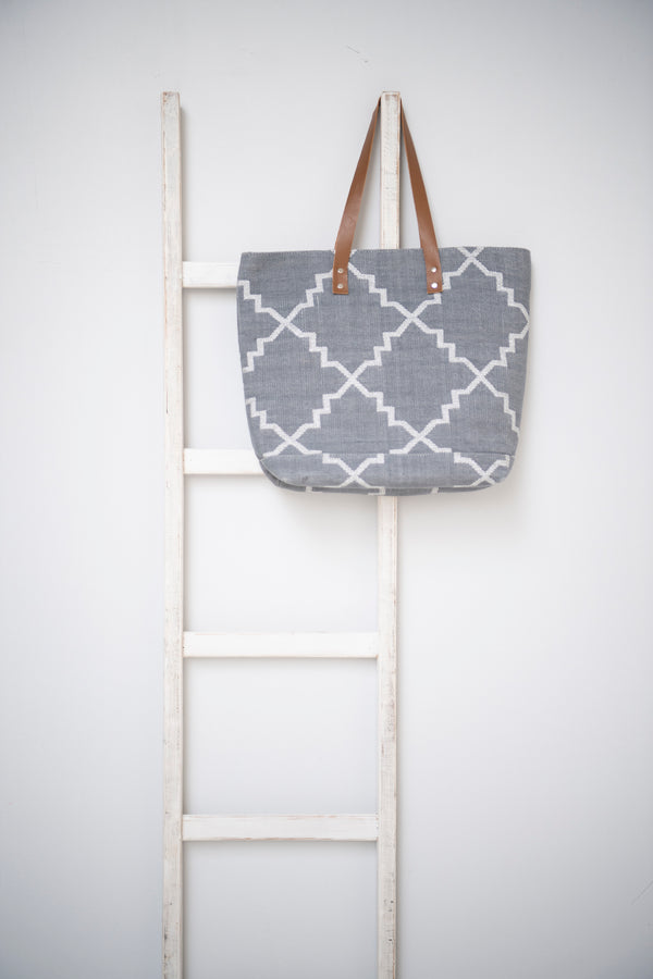 Dhurrie tote - Grey with Silver