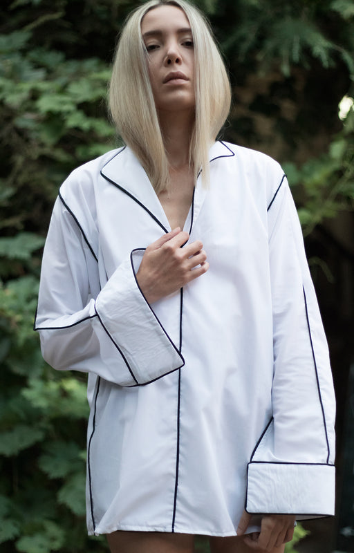 White blouse with long sleeves - BastetNoir
