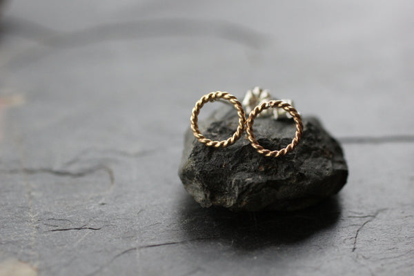 The Anna Circle stud earrings (Silver or Gold)