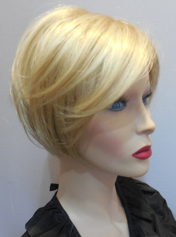 Clearance Display Model Wig | Revlon Snuggle