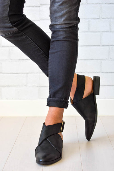 Women's black wrap flat