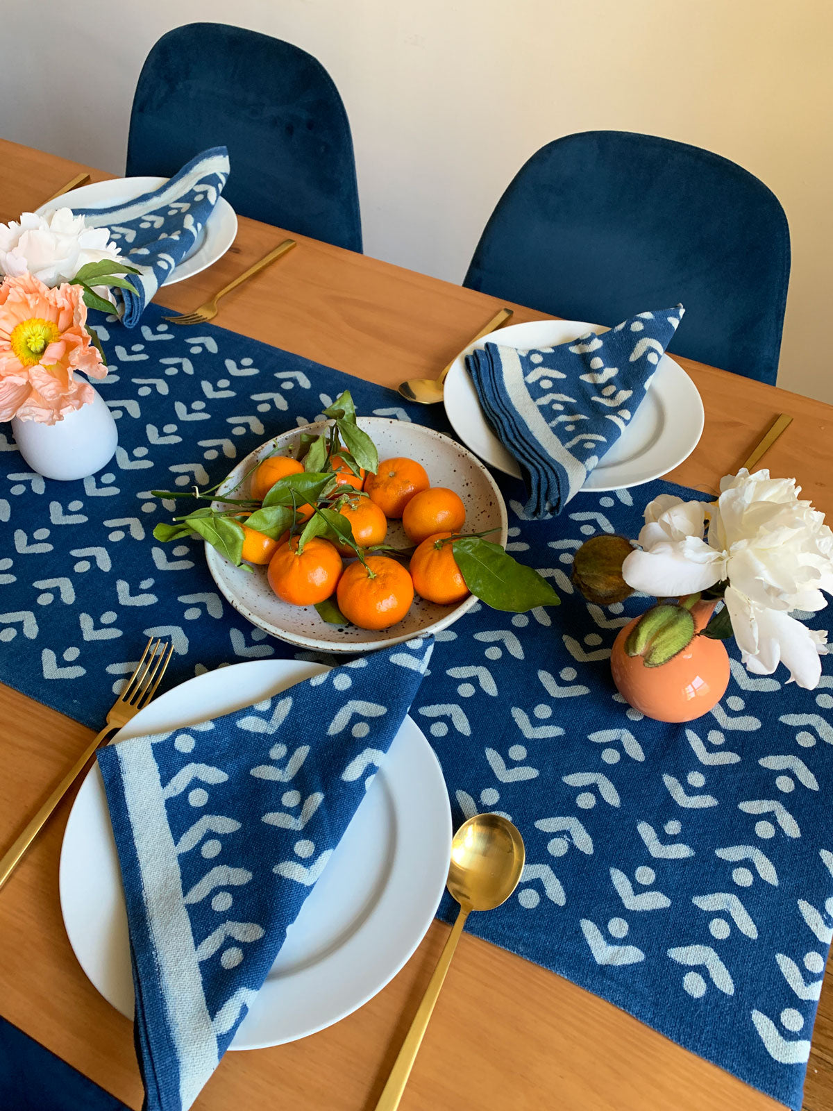 SUNDAY/MONDAY's hand block printed EGRET table runner and napkins. Printed with mud resist and dyed with natural indigo in India. Blue and white floral inspired table linens.