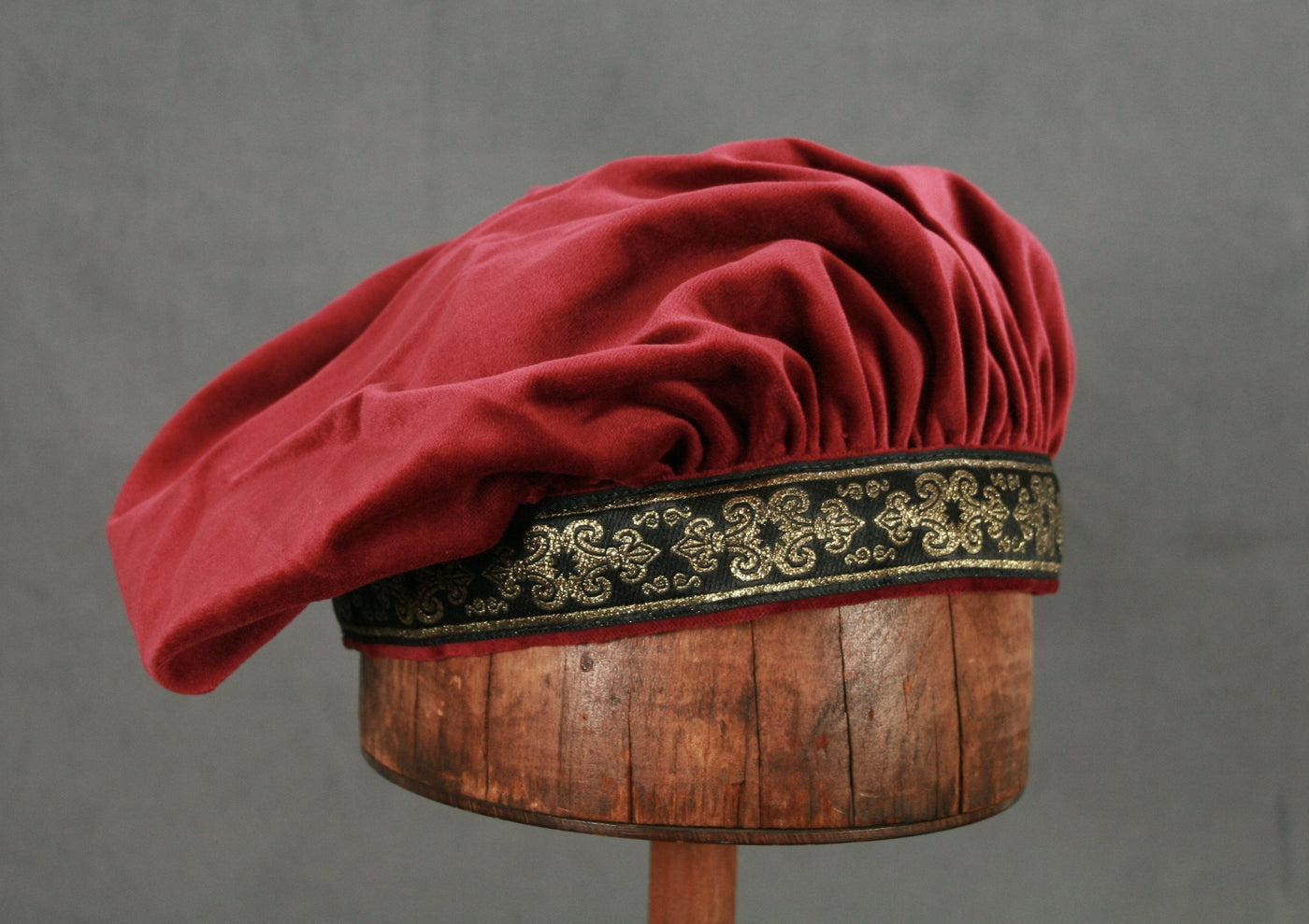 Cotton Velveteen Beret - Ruby Wine / Black-Gold - Tall Toad