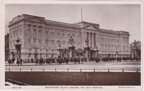 Old postcard of Buckingham Palace, new frontage