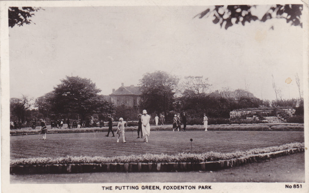 THE PUTTING GREEN, FOXDENTON PARK (OLDHAM) - 1920s REAL PHOTO POSTCARD