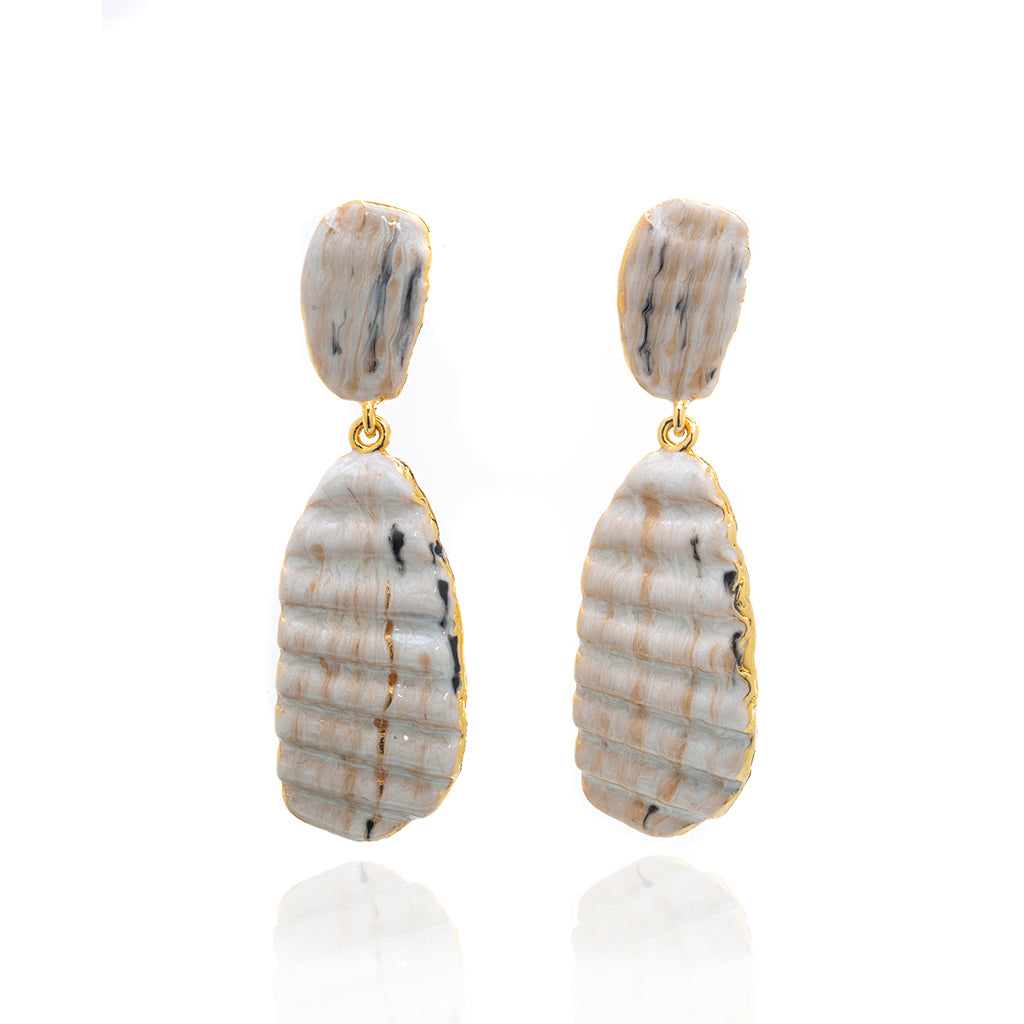 Medium Ridged Shell Drop Oval Earring Beige