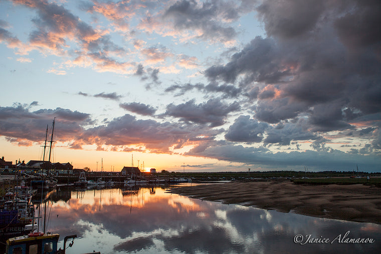 L007914 Wells Harbour Sunset