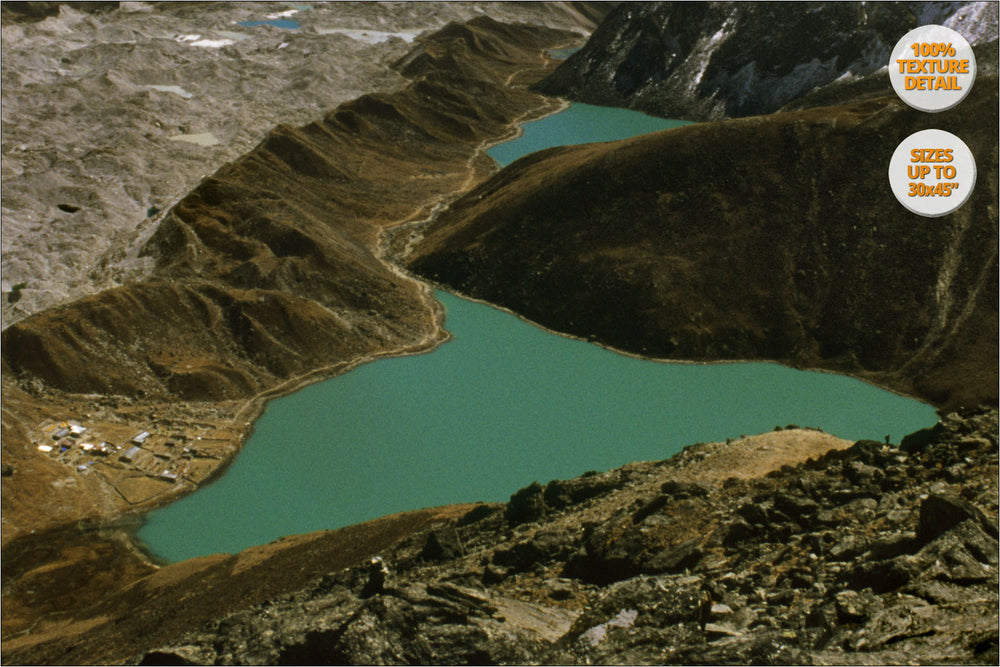 Aerial view from Gokyo Lakes, Himalaya, Nepal. | Detail 100%.