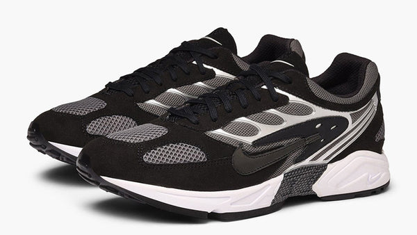 Nike: Ghost Racer (Black/Dark Grey/White)