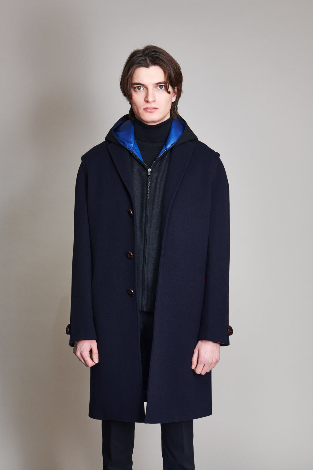 3 buttons Coat in 100% extra-fine merino wool with martingale.
