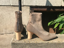 Loq Vero Suede Ankle Boots in Piedra
