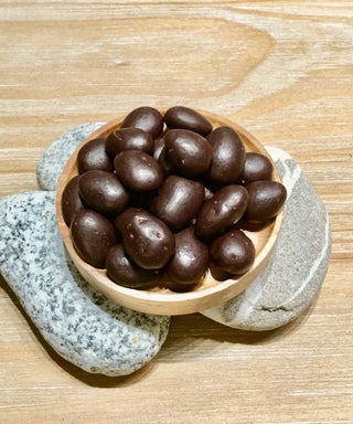 Organic almond coated with dark chocolate 有機黑巧克力杏仁
