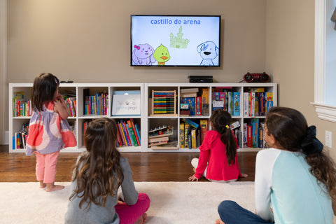 Children watching Jamma Jango cartoon to learn Spanish