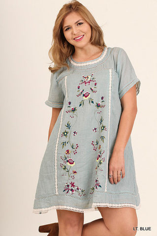 Lindsey Floral Embroidery Dress Plus : Off White