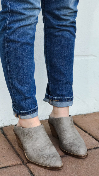The CANYON Slip-On Stacked Heel Mule in Grey