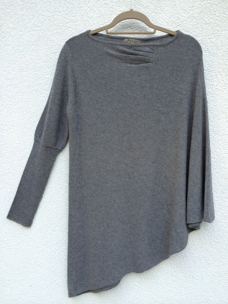 One sleeve cashmere poncho in Mid grey