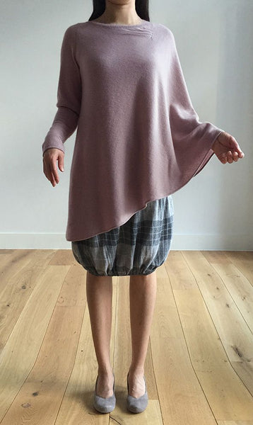 One sleeve cashmere poncho in Nude pink