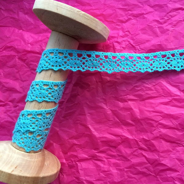 18mm Turquoise Crochet Lace