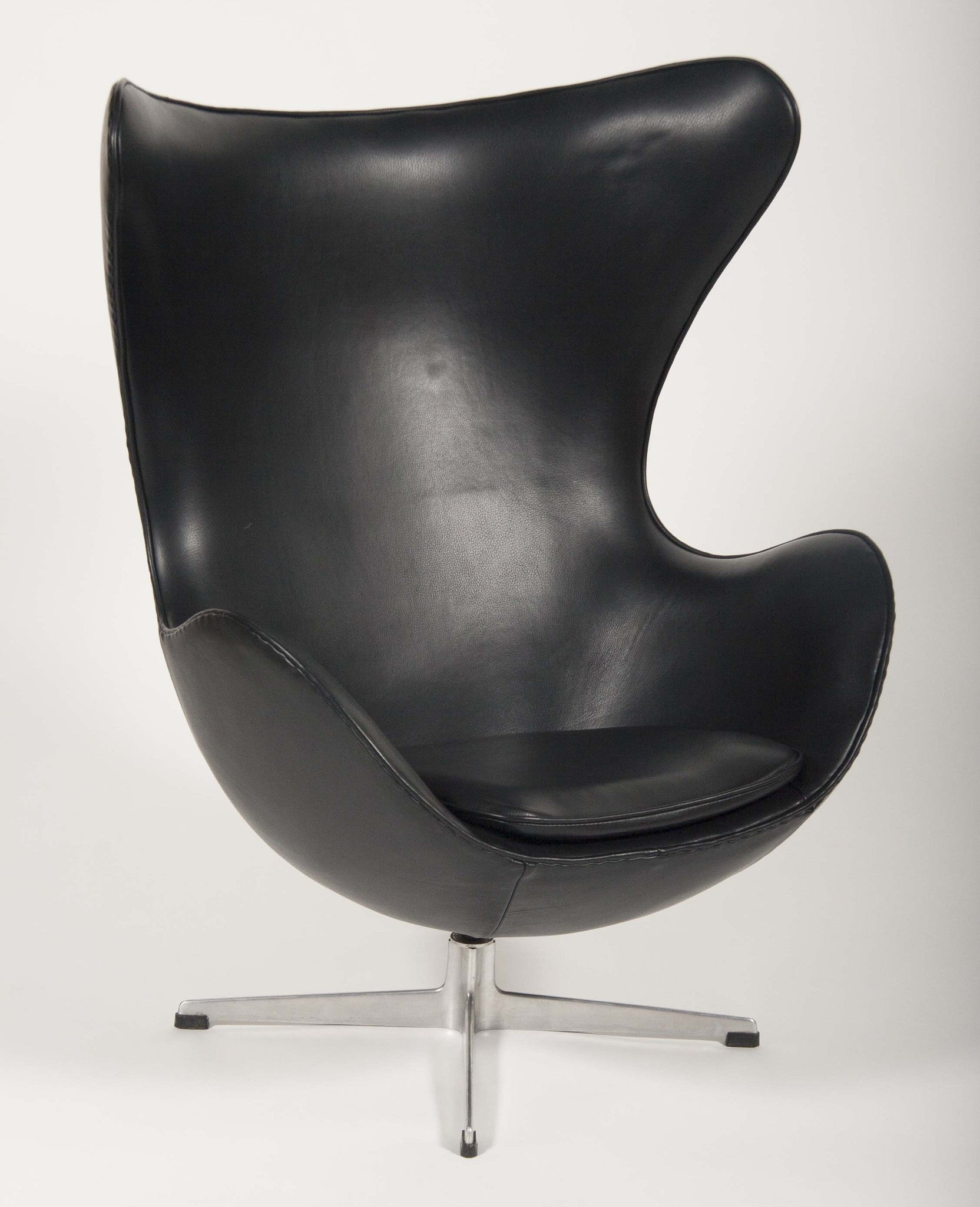 An Arne Jacobsen Egg Chair in Edelman Leather