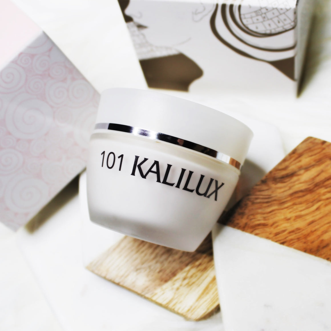 Kalilux is an advanced, lightweight moisturizer that renews and delivers all-day hydration for a dewy, smooth finish. Alpha hydroxy acids reduce the appearance of fine lines and pores, while fruit extracts refine skin's texture and support natural microcirculation for a re-energized, healthy-looking glow that lasts all day.