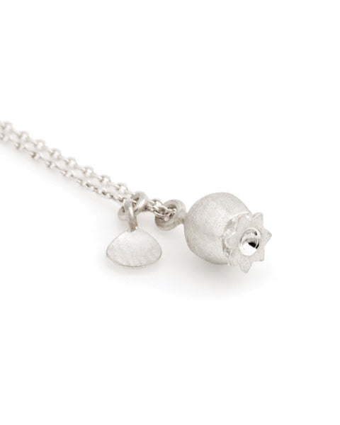 V. WALKER LITTLE POPPY SEED POD NECKLACE (SILVER)