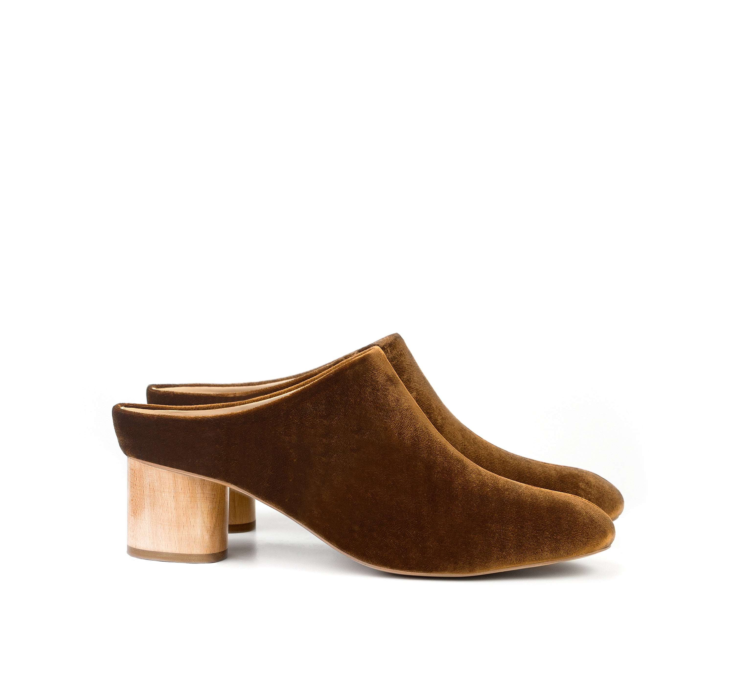 Low Mule in Amber Velvet for Autumn Winter. Vegan Friendly heels for women. Sustainable, Cruelty free, Ethically handmade in Portugal.