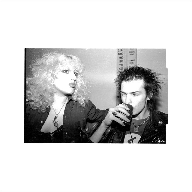 Sid Vicious And Nancy Spungen Drinking In London 1978