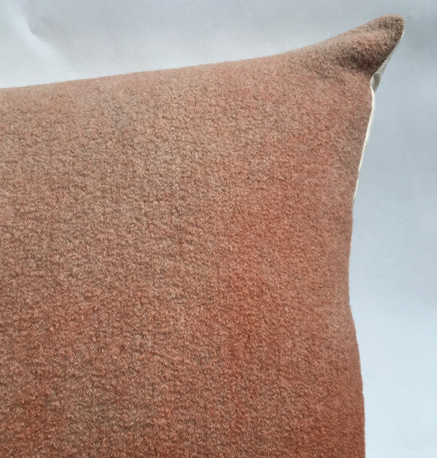 MAXI WORO Grand coussin laine bouillie / Big felted wool cushion