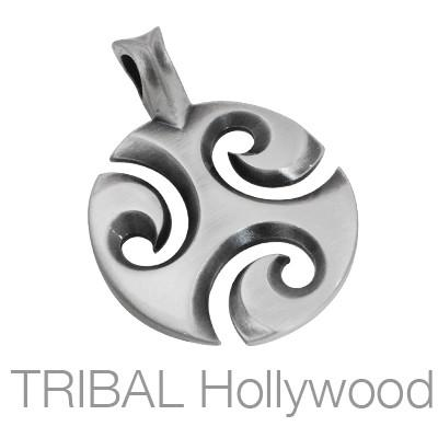 THREEWAVES Celtic Spiral Pendant in Silver