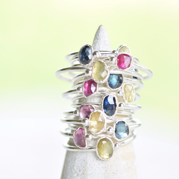ROSE CUT SAPPHIRE STACKING RING IN FINE SILVER