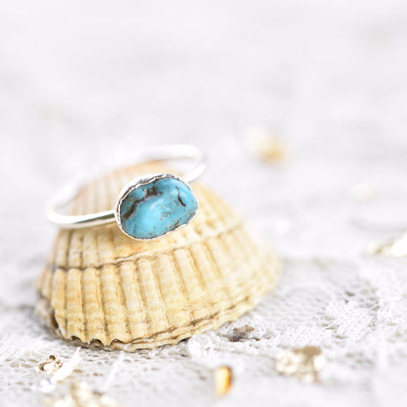 FREE-FORM TURQUOISE RING IN FINE SILVER (MEDIUM STONE VERSION)