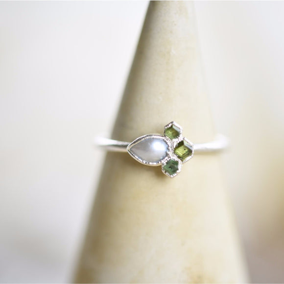 GREEN GARNET CRYSTALS AND PEARL RING IN FINE SILVER