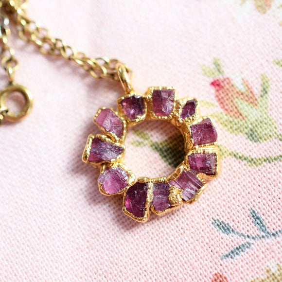 RAW PINK TOURMALINE MEDALLION NECKLACE IN FINE GOLD