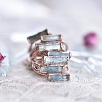 RAW AQUAMARINE RING IN RECYCLED COPPER AND ROSE GOLD