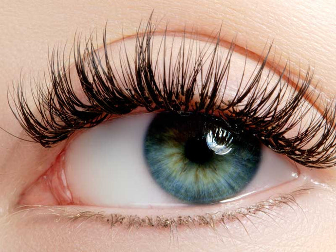 Lash Lifting vs Lash Extensions for Summer 2017