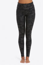 Look At Me Now Seemless Leggings | Black Camo