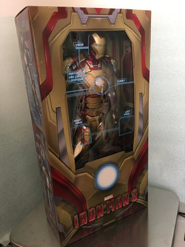 NECA - IRON MAN 3 - 1/4 Scale Figure - MARK 42