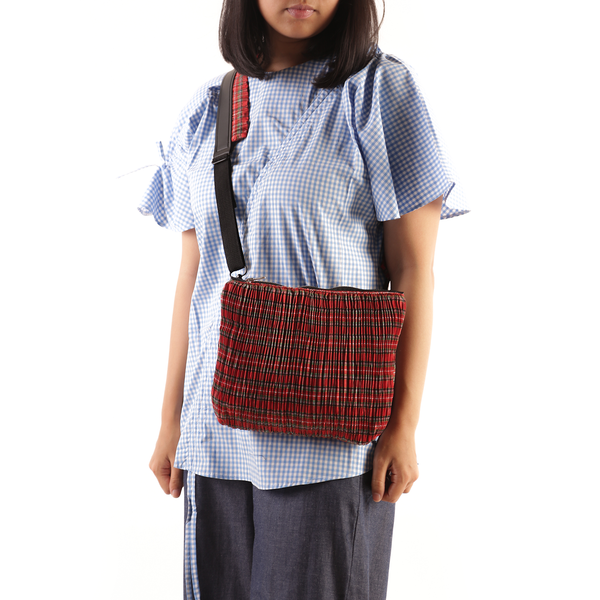 Pleated Pattern Slingbag Plaid Red - Mannequin Plastic