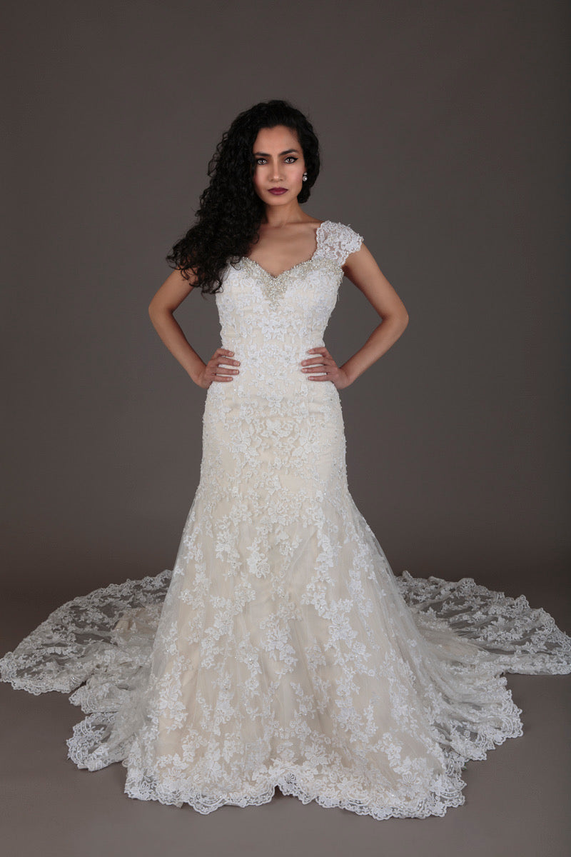 Ivory lace and pearl wedding dress (XS)