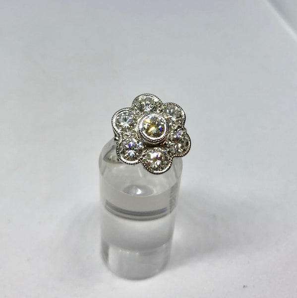 18ct White Gold Vintage Diamond Daisy Ring